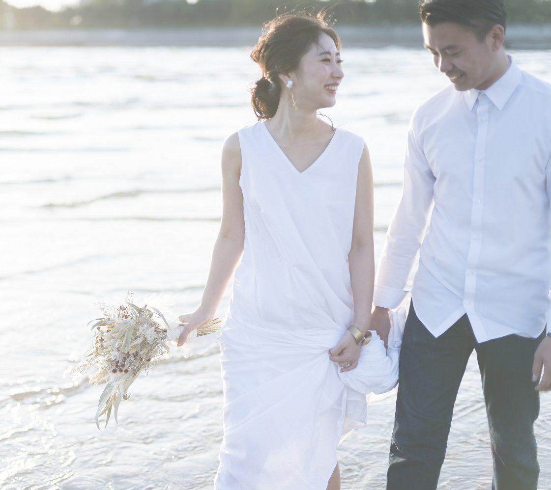 香川県高松市の小さな結婚式相談カウンターマリマリコンシェルジュのビーチでフォトウエディング
