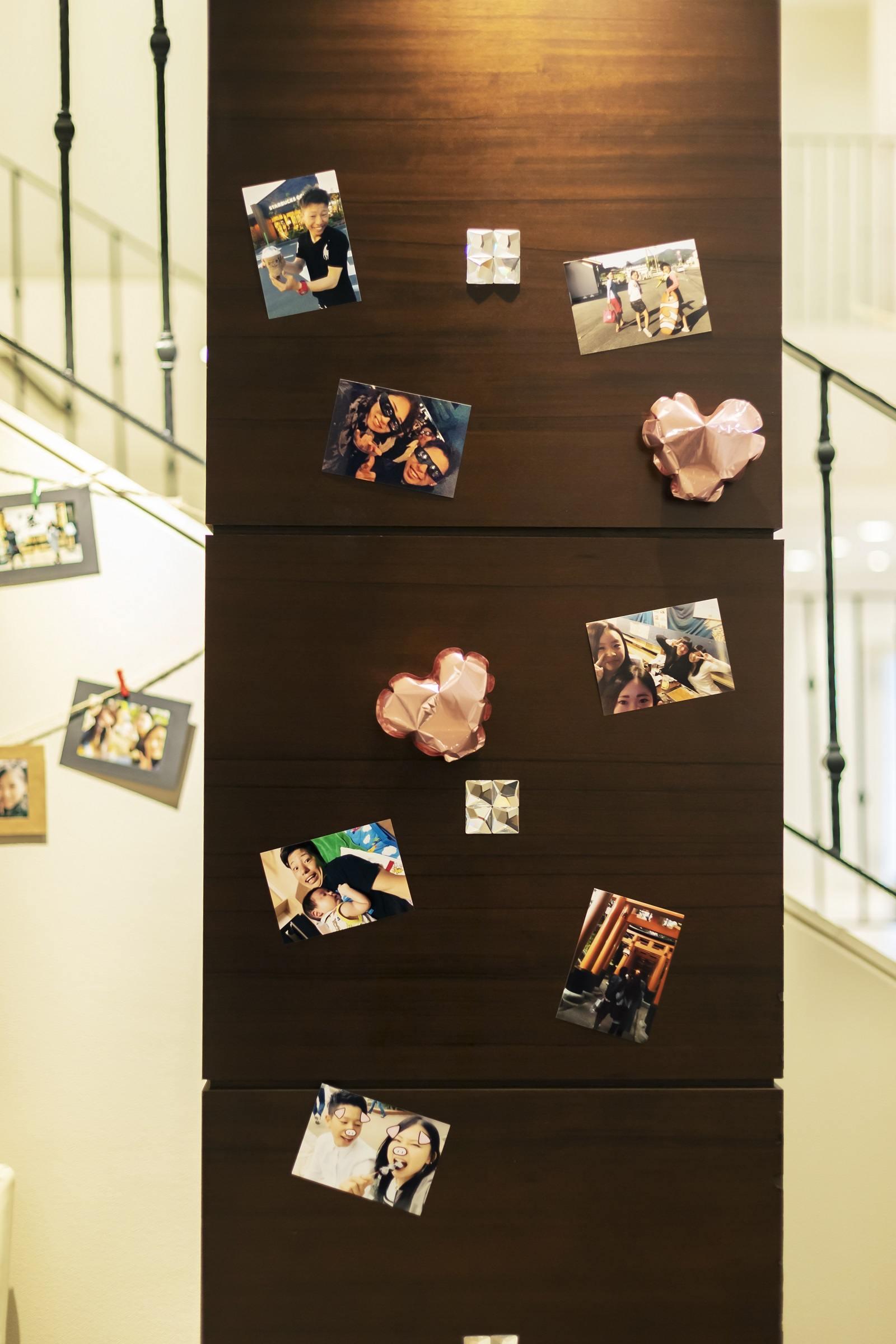 香川県高松市の小さな結婚式相談カウンターマリマリコンシェルジュのご紹介式場 シェルエメールで二人の思い出写真を展示