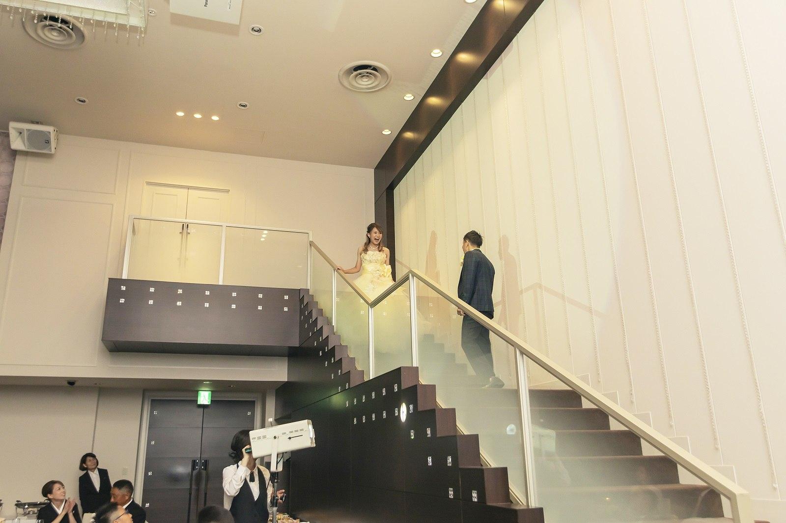 新婦が2階から入場