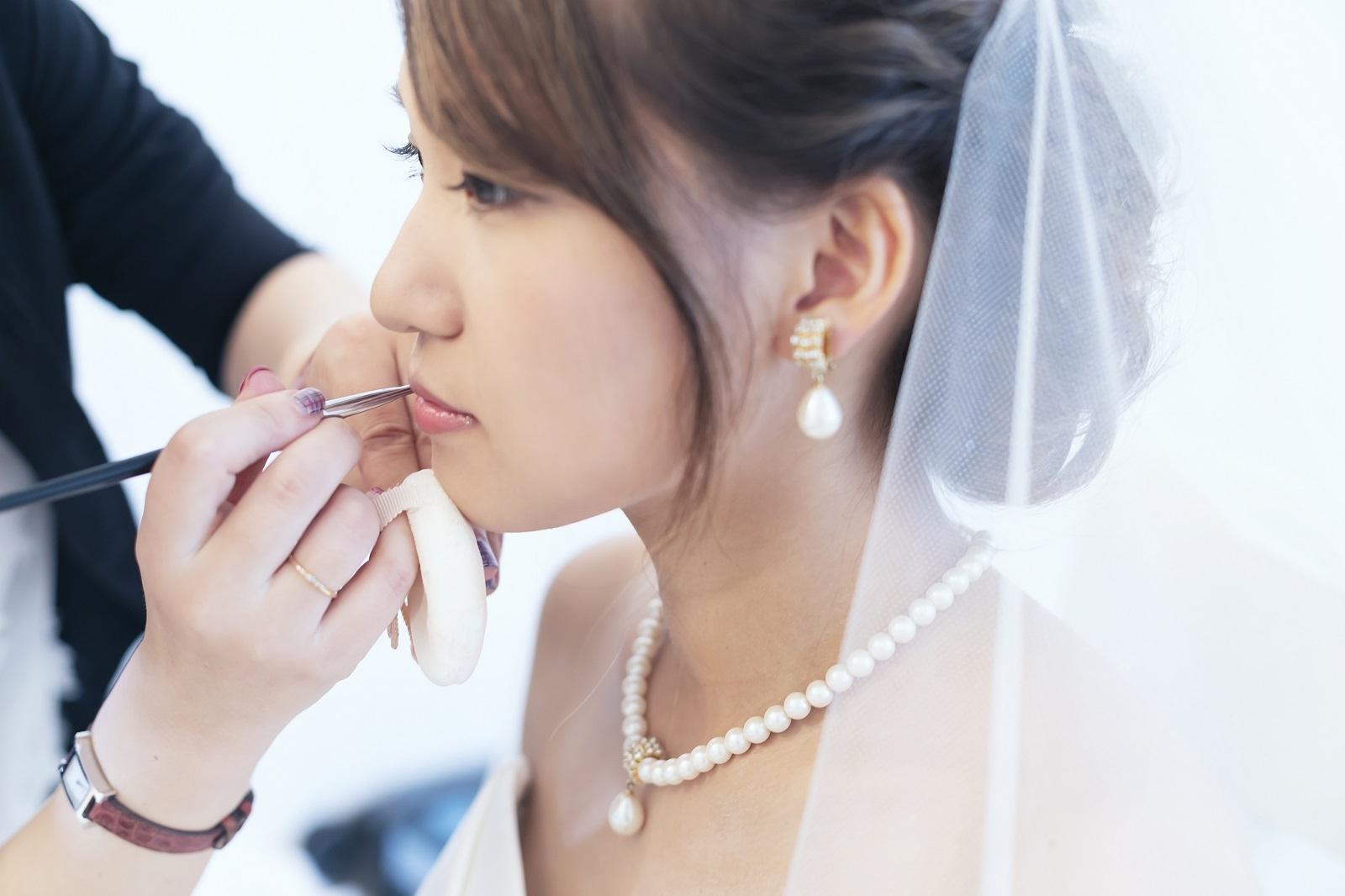 香川県高松市の小さな結婚式相談カウンターマリマリコンシェルジュのご紹介式場で新婦のメイク