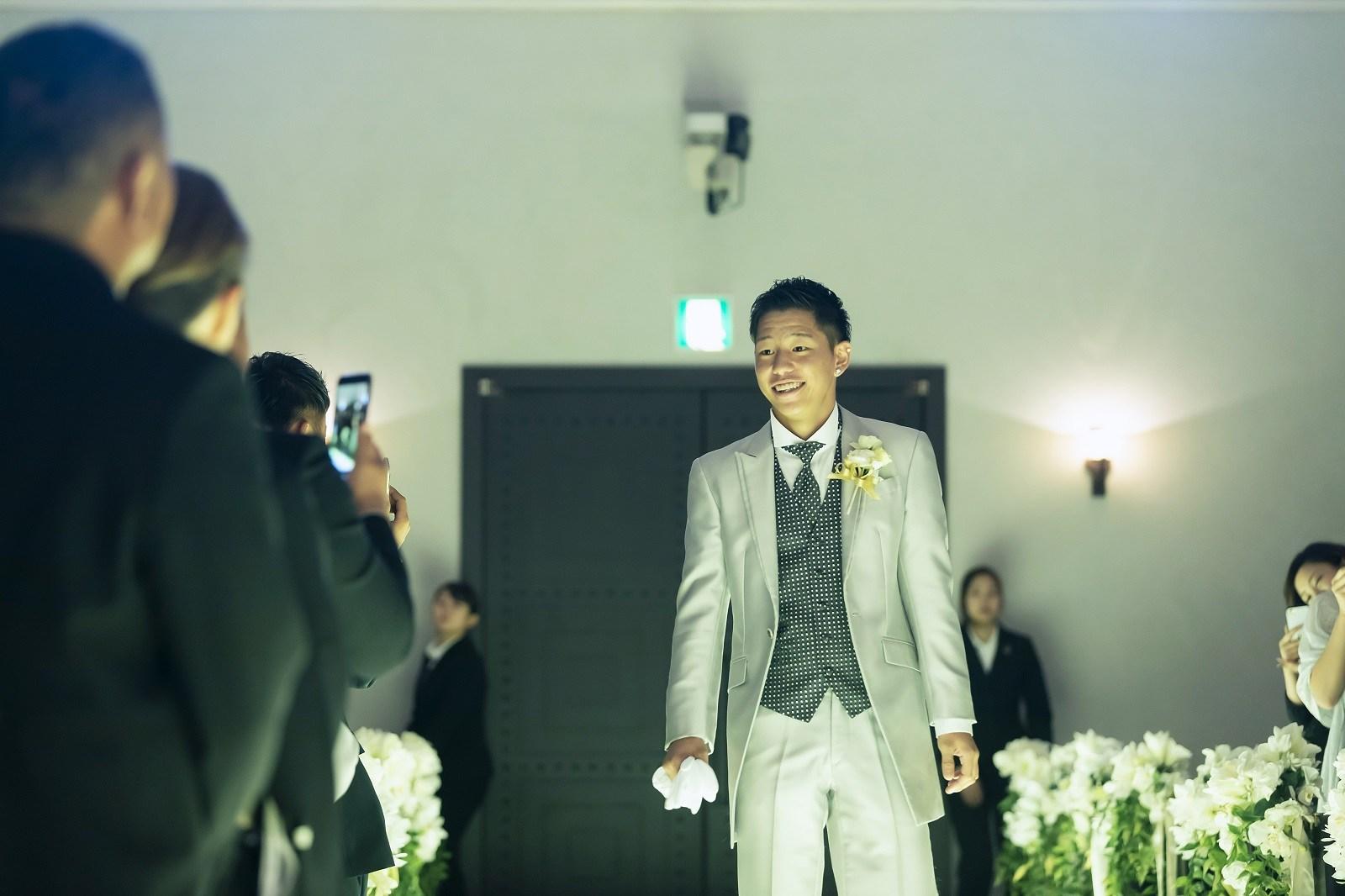 香川県高松市の小さな結婚式相談カウンターマリマリコンシェルジュのご紹介式場で新郎の入場シーン