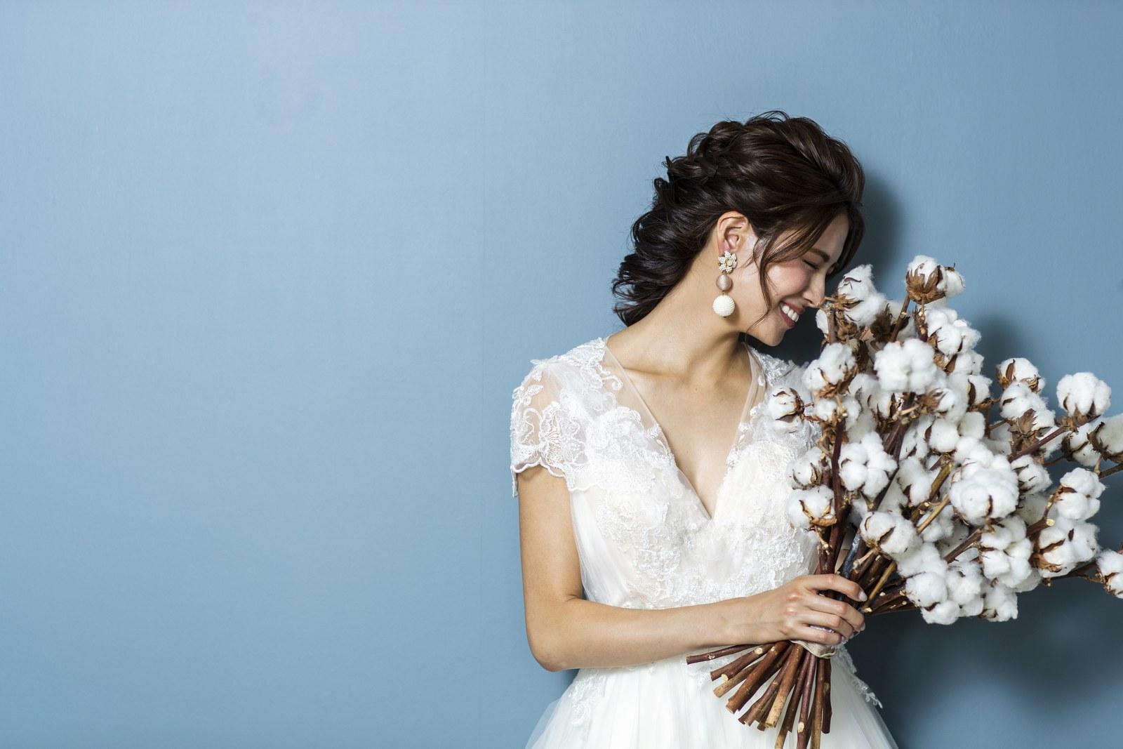ウエディングドレスを素敵に演出する白いブーケ