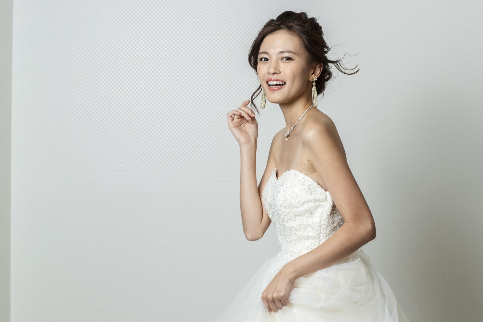 香川県高松市の小さな結婚式相談カウンターマリマリコンシェルジュのウエディングドレスのイメージフォト