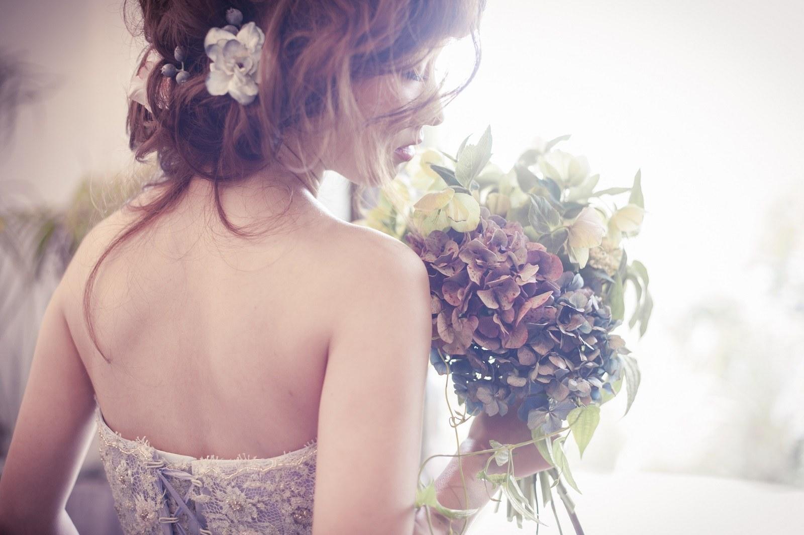 ブーケを手にする花嫁