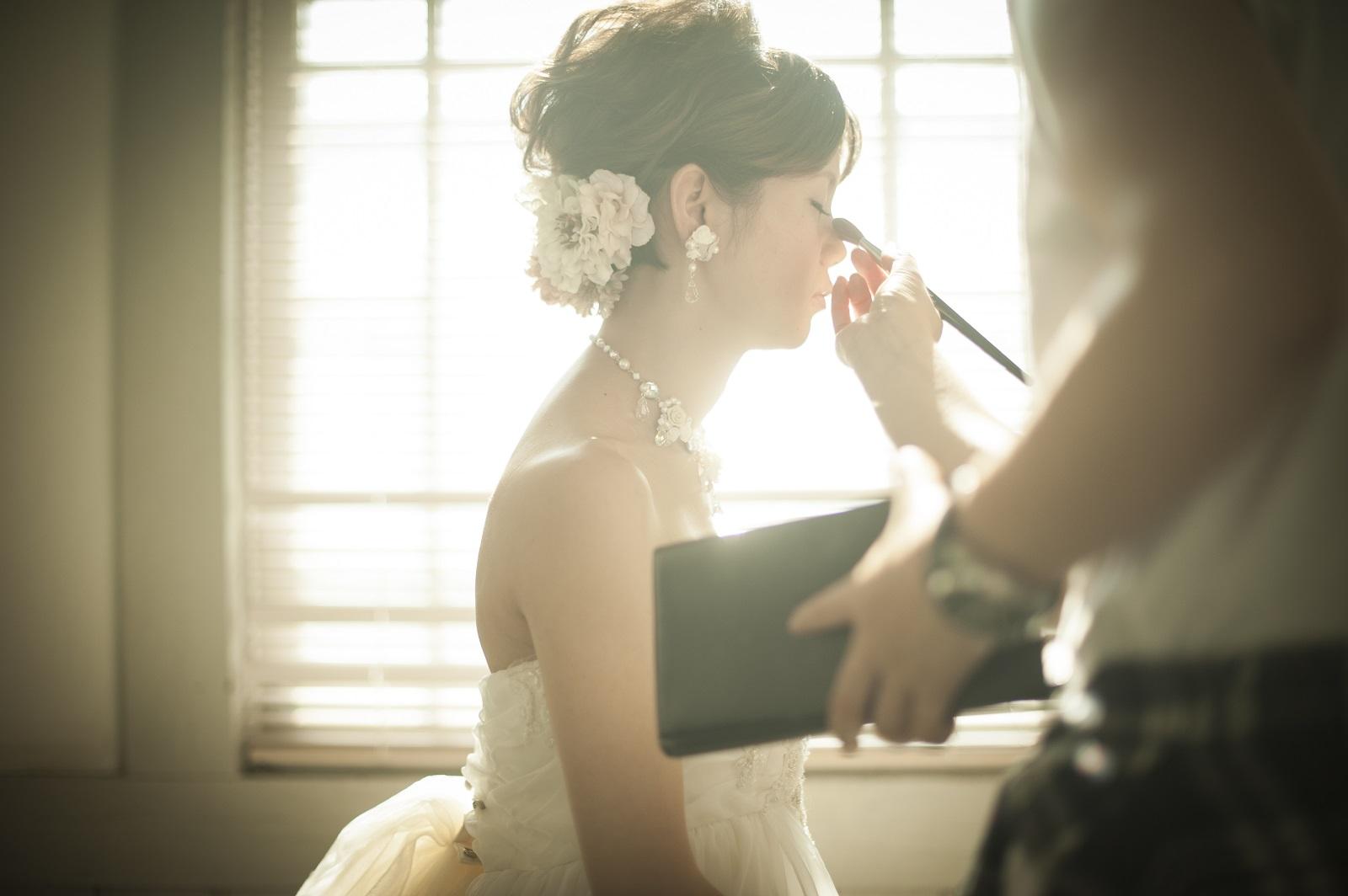 花嫁のメイクシーン