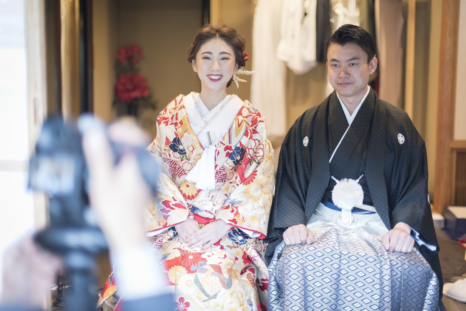 香川県高松市の小さな結婚式相談カウンターマリマリコンシェルジュのご紹介式場で紋付袴と色打掛を着て記念撮影