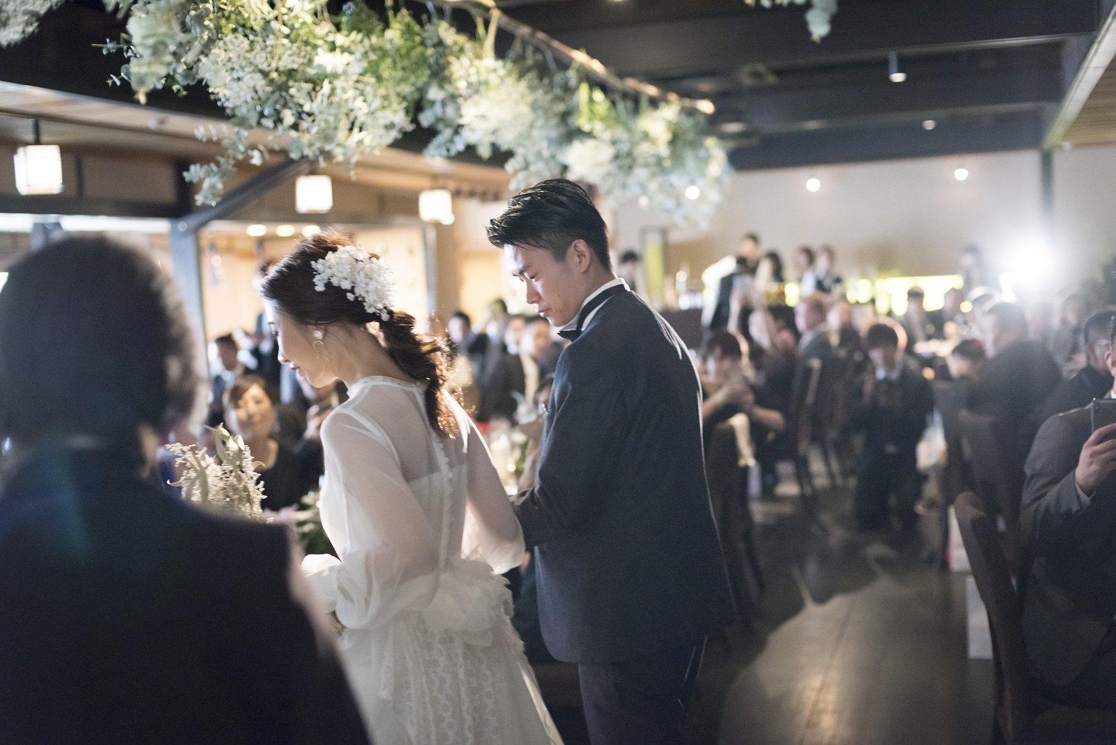 香川県高松市の小さな結婚式相談カウンターマリマリコンシェルジュのご紹介式場 弓絃葉の新郎新婦の入場