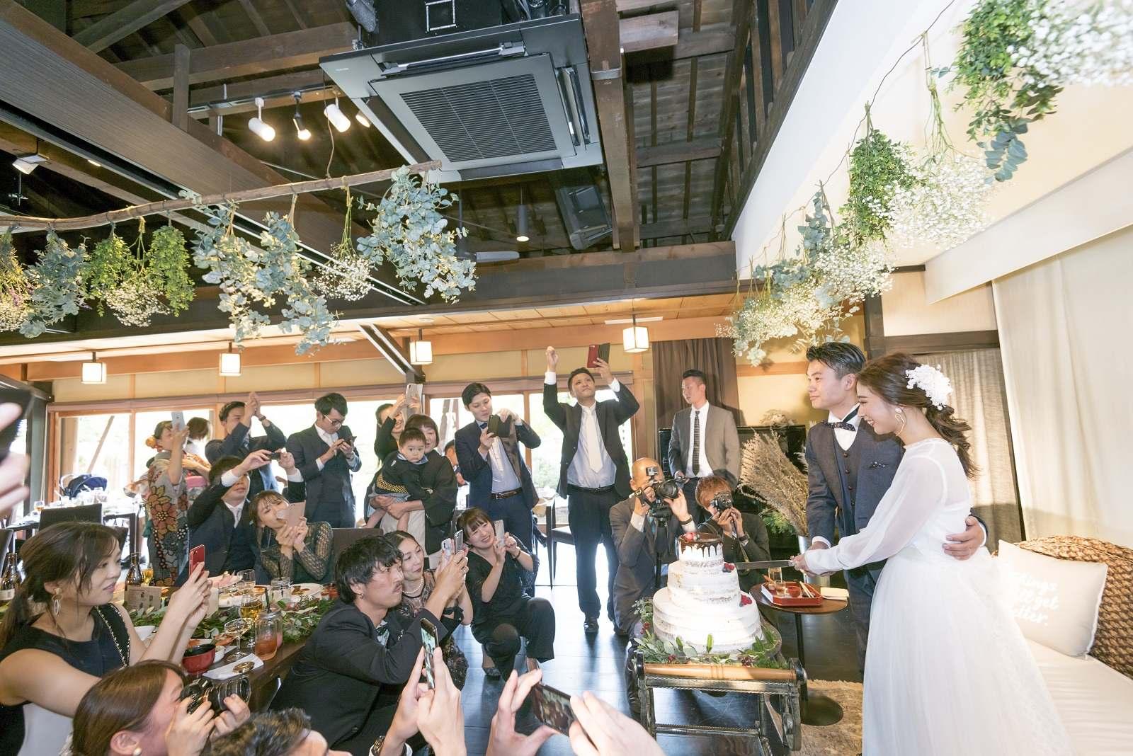 香川県高松市の小さな結婚式相談カウンターマリマリコンシェルジュのご紹介式場 弓絃葉でケーキ入刀
