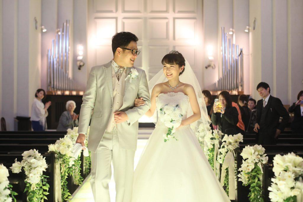 香川県高松市の小さな結婚式相談カウンターマリマリコンシェルジュのご紹介式場でバージンロードを歩む
