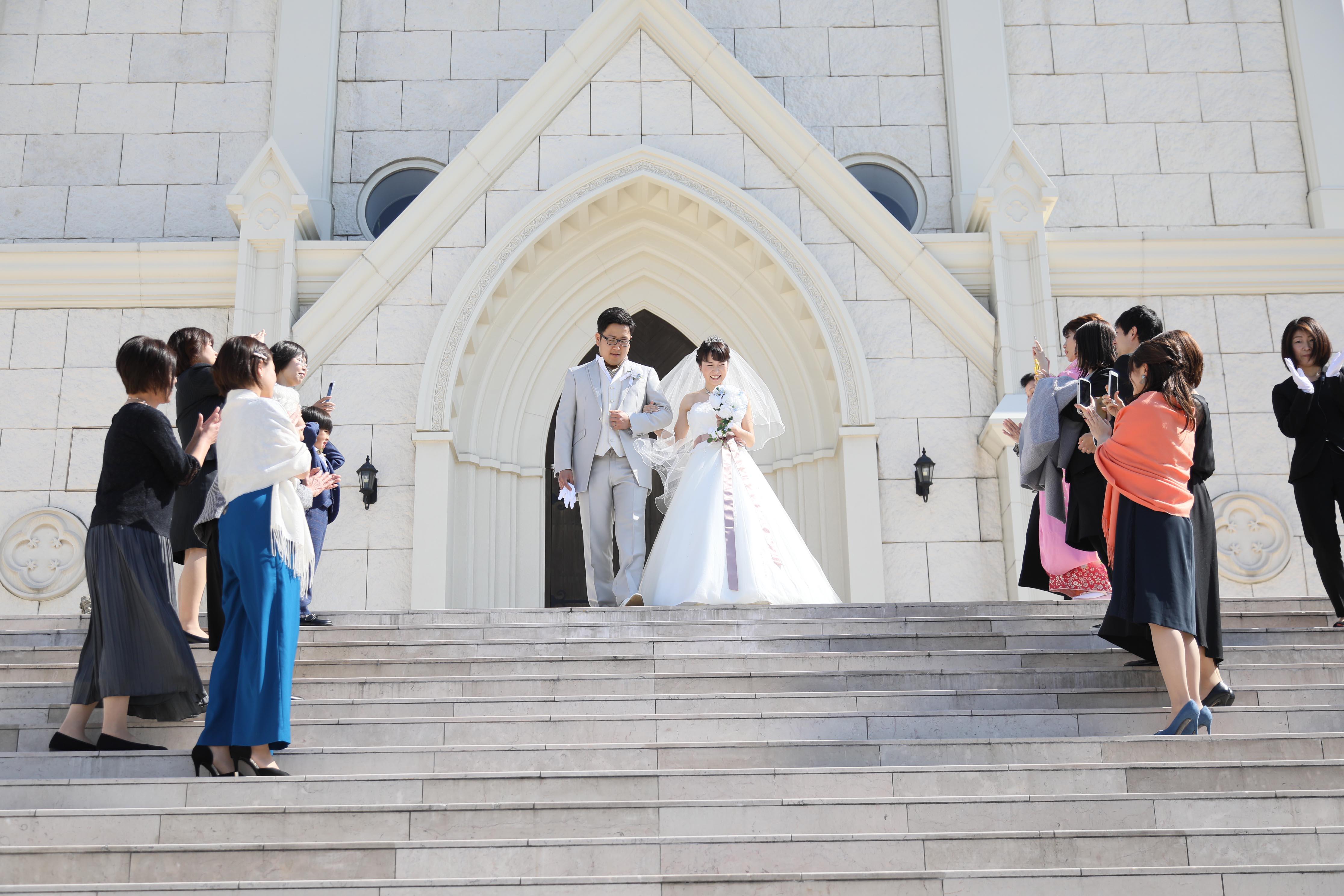 香川県高松市の小さな結婚式紹介所マリマリコンシェルジュの紹介式場で、フラワーシャワーセレモニー