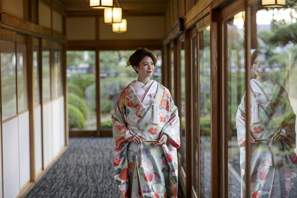 香川県高松市の結婚相談カウンターマリマリコンシェルジュでドレス選びから始める式場探し