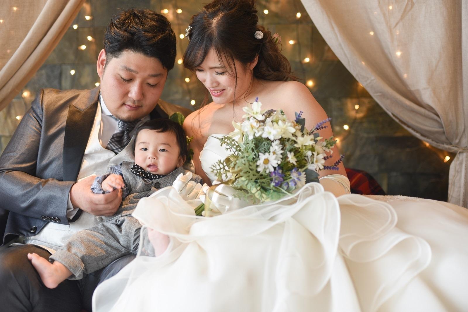 香川県高松市の小さな結婚式紹介所マリマリコンシェルジュで記念のファミリーフォト