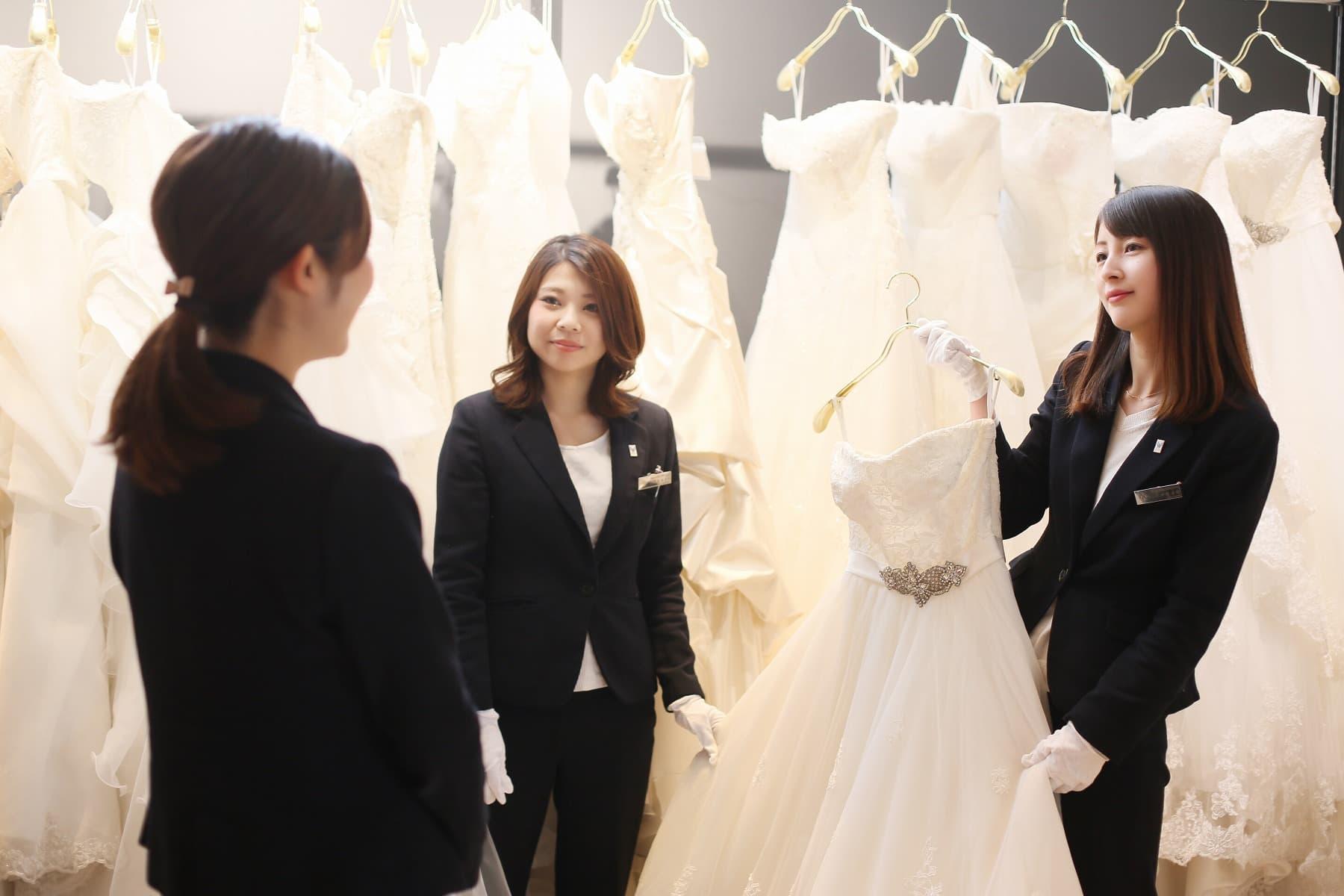 香川県高松市の小さな結婚式相談所マリマリコンシェルジュではドレス見学も可能